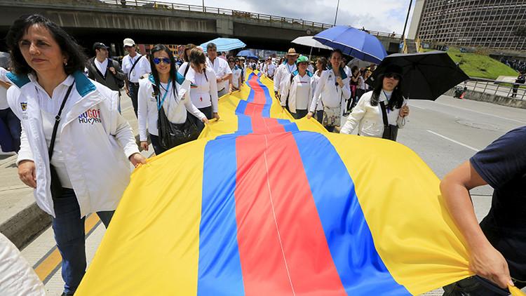 Colombia: miles de personas marchan por la paz y final del conflicto armado