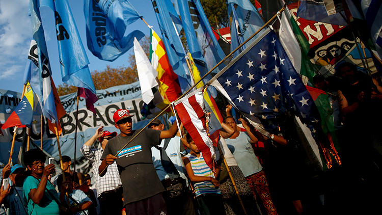Protesta en Buenos Aires por la política de EE.UU.