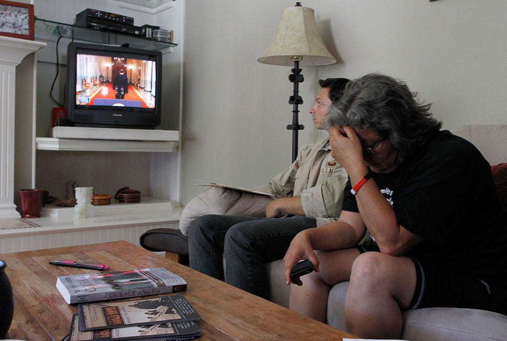 Estadounidenses viendo la TV.
