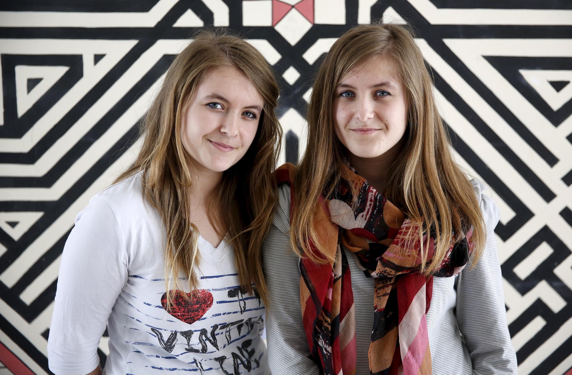 Dzenisa (derecho) y Merisa Kaukovic