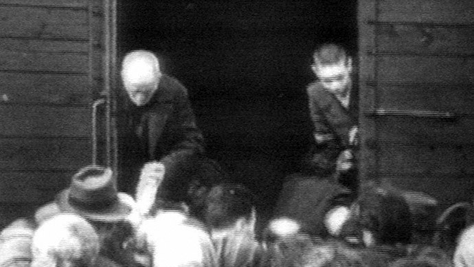 Prisioneros judíos a bordo de un tren con destino a los campos de concentración nazis. Francia
