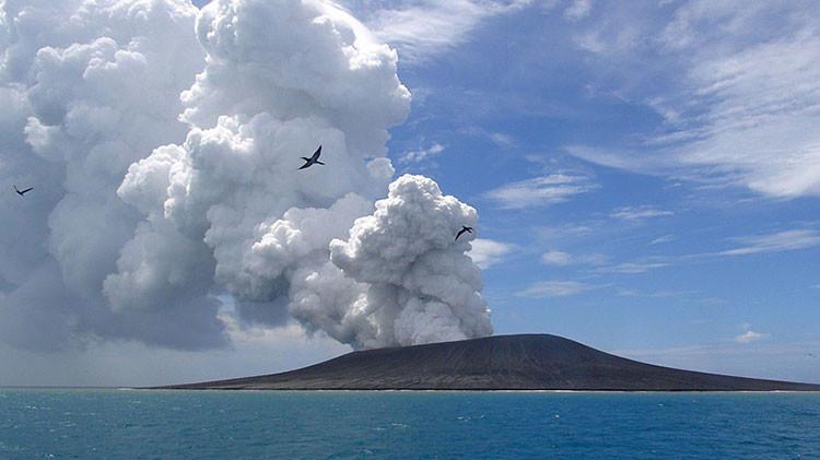 Fácil viene, fácil se va: Nueva isla del Pacífico que nació de un volcán se está 'hundiendo'