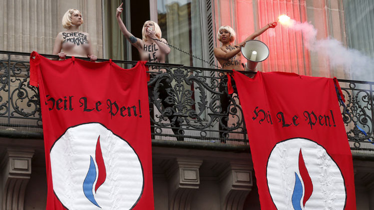 Video: Activistas de FEMEN atacan a Le Pen haciendo saludos nazis