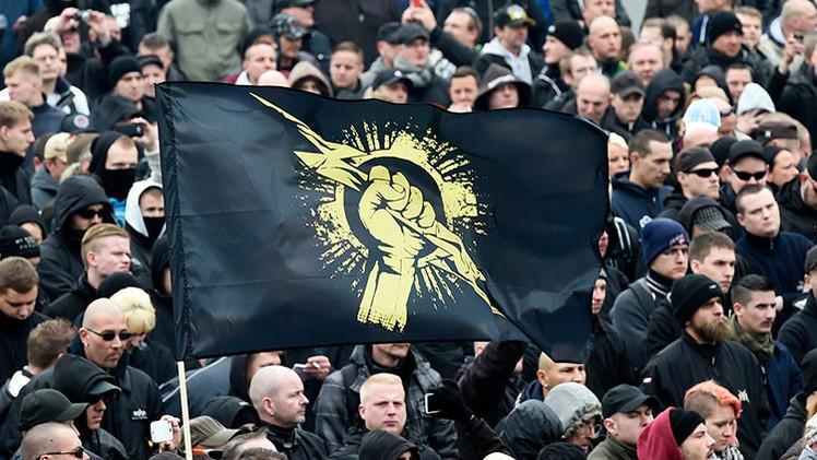 """Los extremistas de derecha alemanes al """"asalto de Reichstag"""" en día 9 de mayo"""
