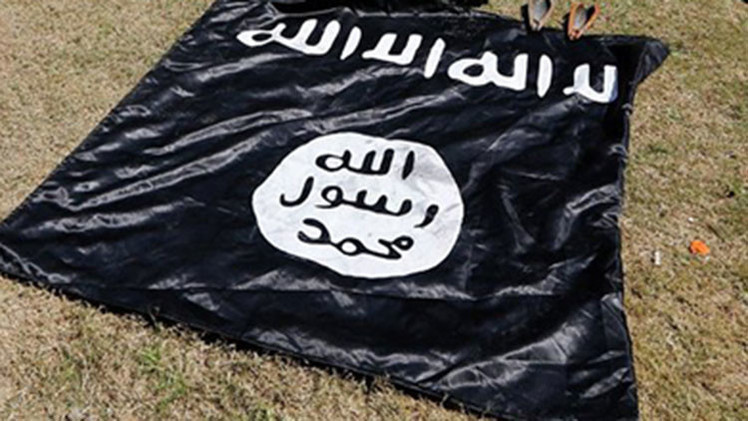 Un video sangriento del Estado Islámico muestra a un niño matando a tiros a un espía