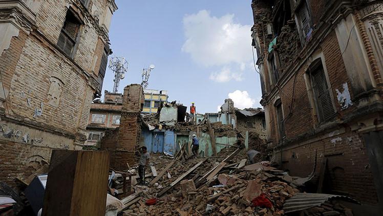 El héroe de Nepal: un joven rescata a 55 huérfanos durante el terremoto