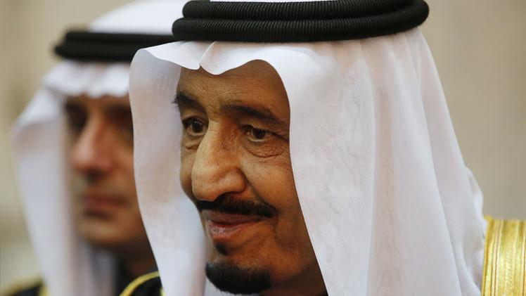 Las reservas monetarias de Arabia Saudita 'se evaporan' a un ritmo récord