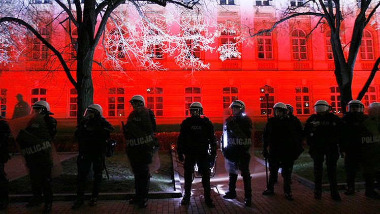 Video: Policía mata a disparo a un hincha durante un partido en Polonia
