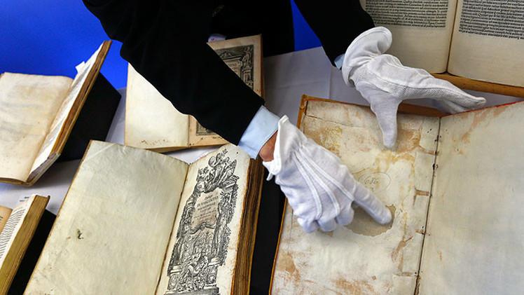 Fotos: Subastan un libro con una misteriosa rueda de oración medieval