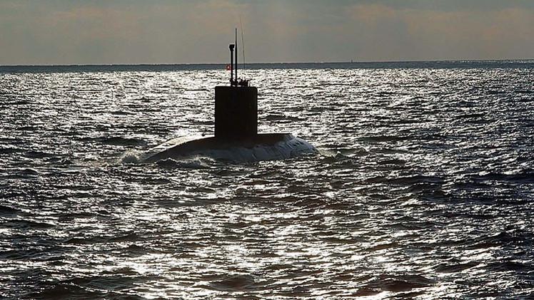 Captan la imagen de un submarino cerca de la costa de Finlandia