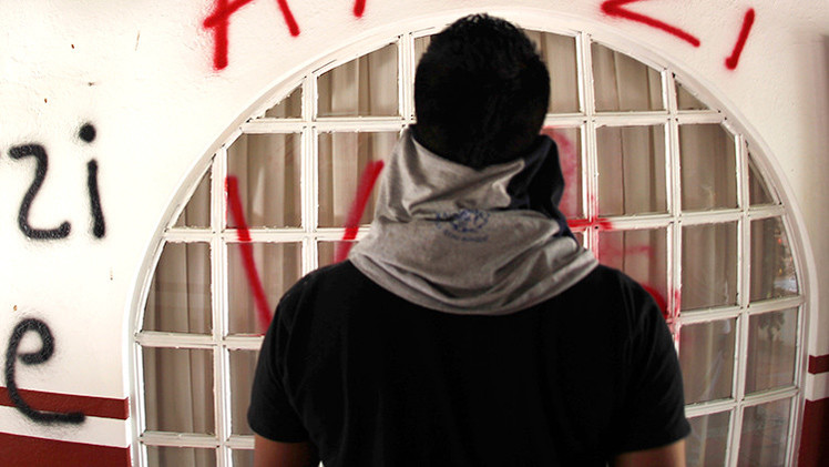 México: Se da a la fuga un policía tras matar a un joven por pintar grafitis