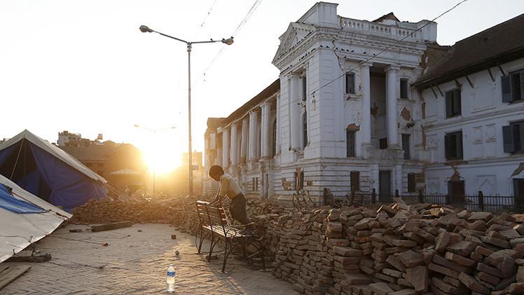 """Revelan el origen de la conmovedora foto de """"los hermanos de Nepal"""""""