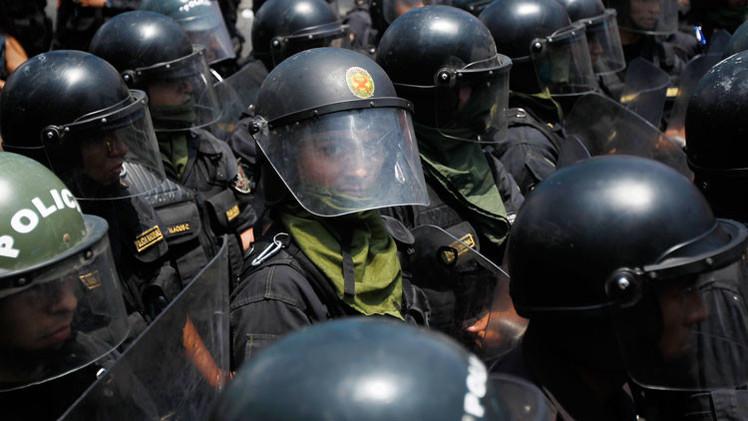 Perú: Protestas contra el proyecto minero Tía María dejan al menos 4 policías heridos