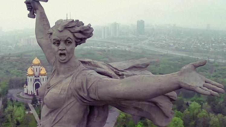 Video: La emblemática estatua de la batalla de Stalingrado a vista de dron