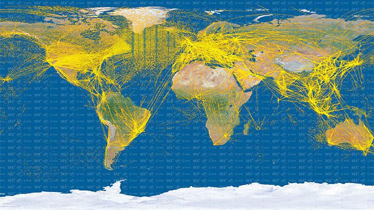 15.000 aviones en una imagen: un mapa satelital muestra las rutas de aviones de todo el mundo
