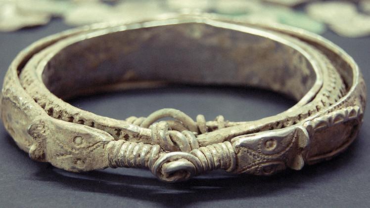 Hallan en Siberia la pulsera más antigua del mundo
