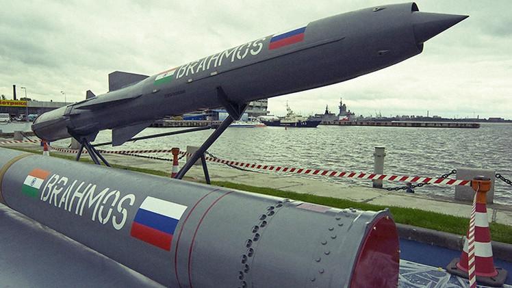 La India prueba con éxito el misil supersónico BrahMos desarrollado con Rusia
