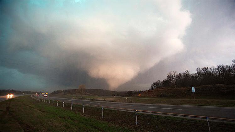 Fotos, videos: Los tornados causan numerosos daños en EE.UU.