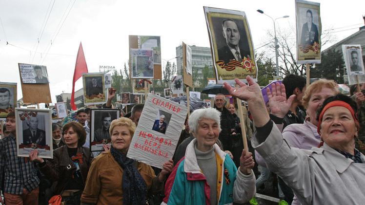 Euronews presenta la marcha de los retratos en Donetsk como separatista y estalinista
