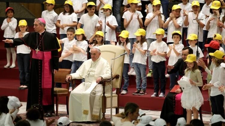 """Papa Francisco: """"Mucha gente poderosa no quiere la paz porque vive de las guerras"""""""