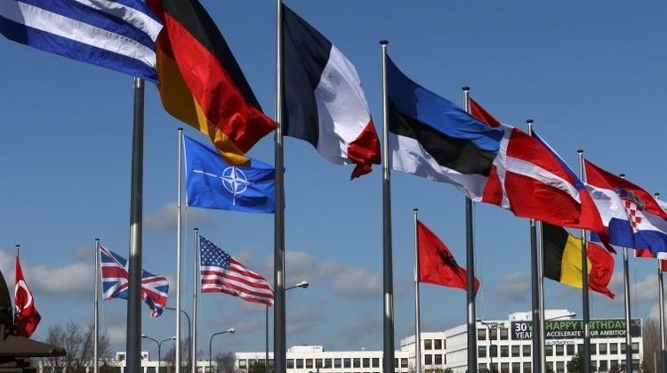 """Expertos: La """"negligencia"""" de EE.UU. y la UE empuja a los países europeos hacia Rusia"""