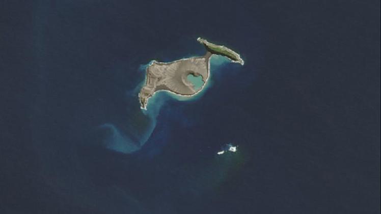 Satélite de la NASA capta la primera imagen completa de una nueva isla volcánica
