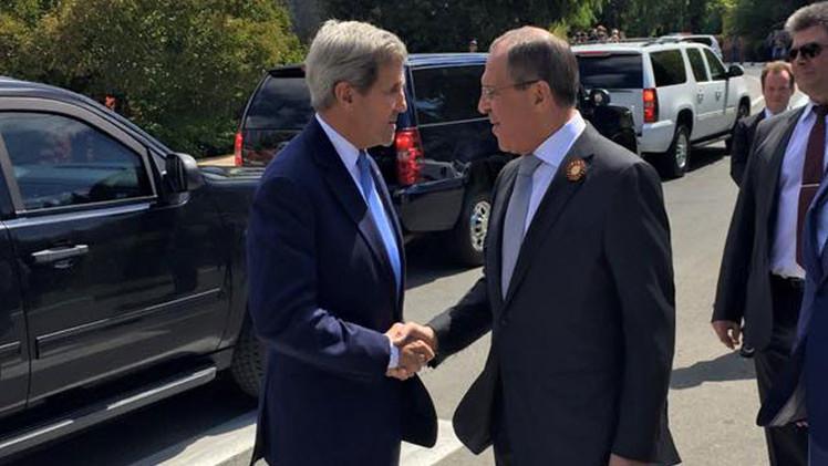 """La visita de Kerry, """"victoria diplomática de Rusia"""" y """"giro en la relación"""" entre Washington y Moscú"""