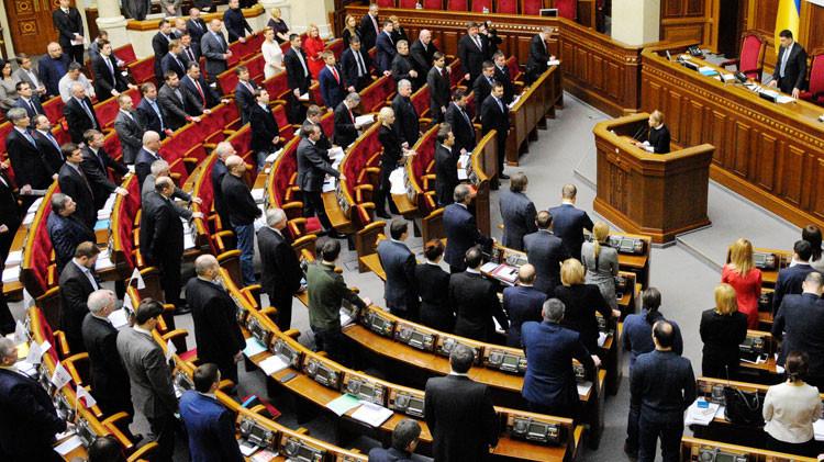 Aprueban en Ucrania las normas de la ley marcial, incluido el arresto extrajudicial