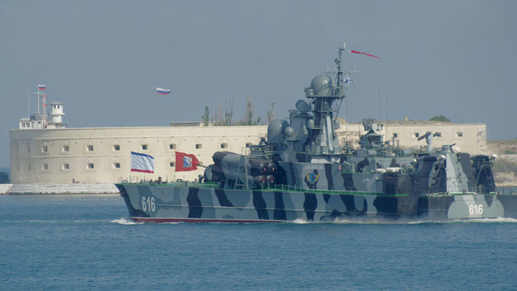 Una caravana de buques ruso-china se acerca al Mediterráneo realizando maniobras