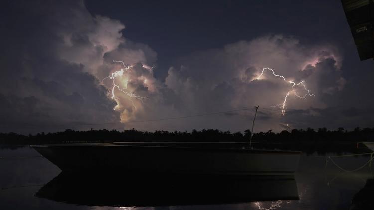 Un avión detecta misteriosa antimateria al adentrarse por error en nubes tormentosas