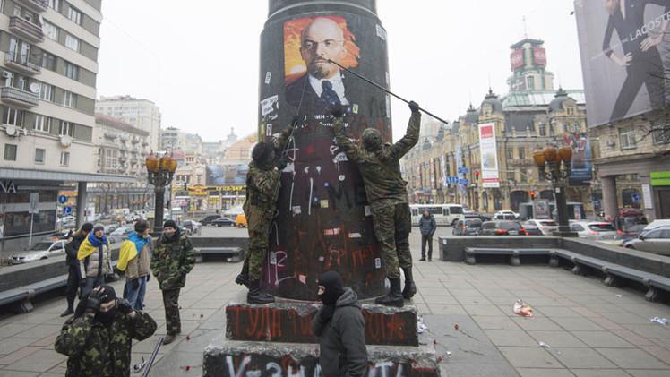 Poroshenko firma la ley que equipara comunismo y nazismo