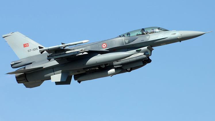 """Turquía derriba un avión sirio por """"violar el espacio aéreo"""" del país"""
