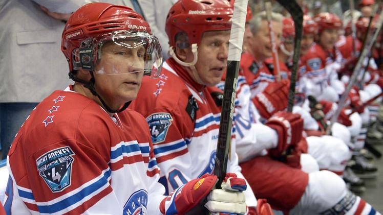 VIDEO: Vladímir Putin marca ocho goles en un partido de hockey de gala