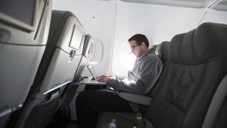 Un 'hacker' estadounidense cuenta cómo se toma el control de un avión de pasajeros