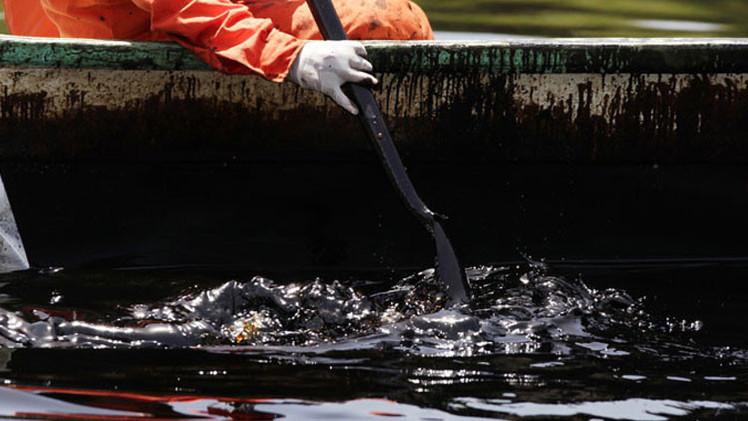 EE.UU.: La fuga de petróleo en el golfo de México puede durar 100 años