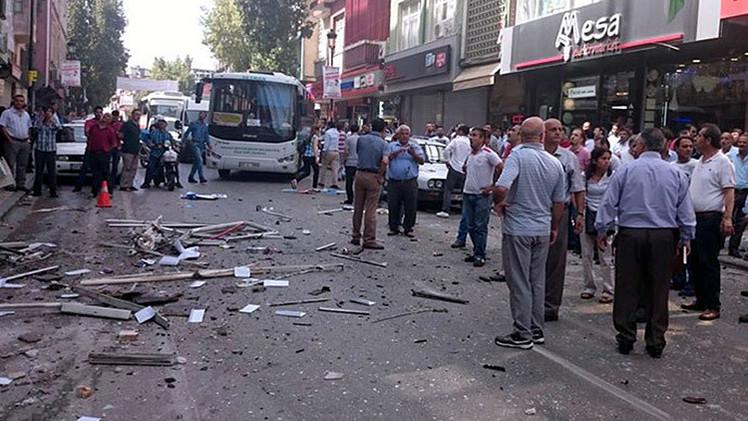 Turquía: Dos explosiones simultáneas sacuden sedes de un partido de izquierda