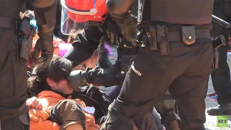 Video: Polícia del País Vasco agrede con brutalidad a manifestantes pacíficos