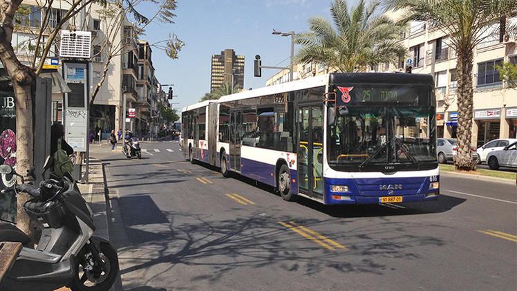 Israel prohíbe a los palestinos usar los mismos autobuses que los israelíes