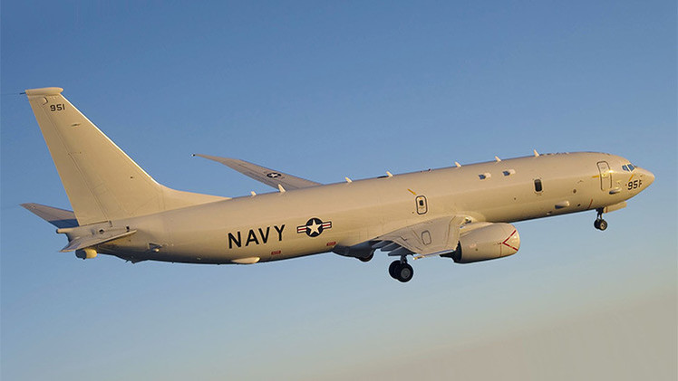 La Armada china hace múltiples advertencias a un avión de EE.UU. que ingresó a territorio en disputa