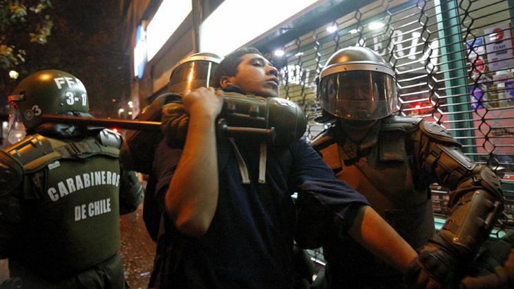 Chile: La policía reprime protesta frente al Congreso