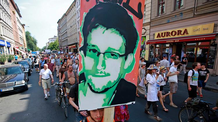 'Pregúntame lo que sea': Snowden revela a los internautas quién manda de verdad en EE.UU.