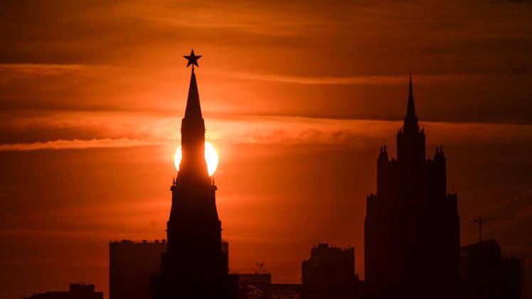 """'La Jornada': """"Putin triunfa diplomáticamente sobre EE.UU."""""""