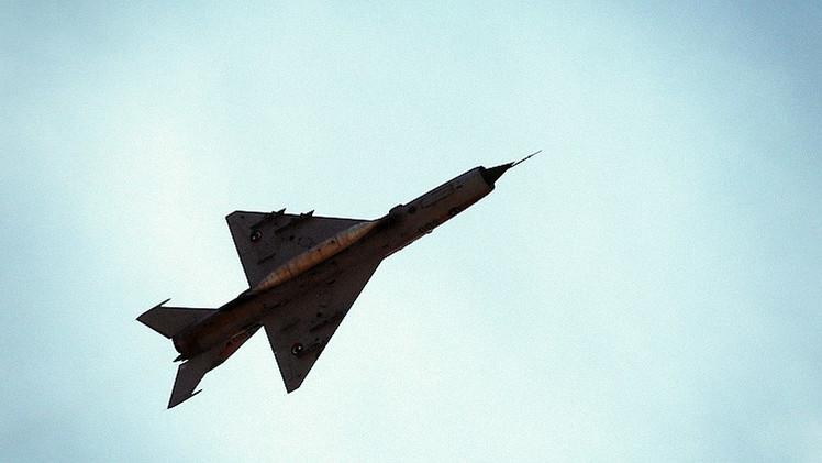 La Fuerza Aérea libia ataca a un buque petrolero que ingresó sin permiso en aguas del país