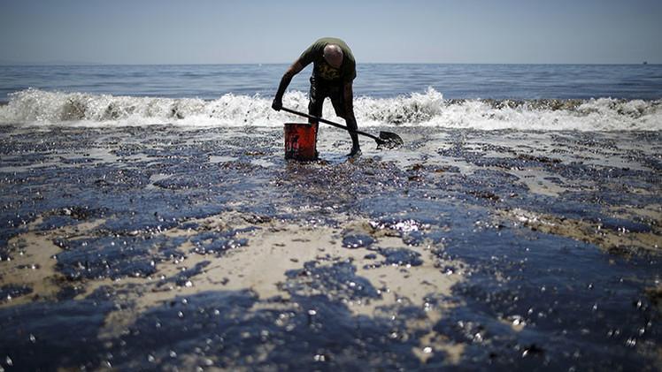 ¿Cuáles son las devastadoras consecuencias de la fuga de 400.000 litros de crudo en California?