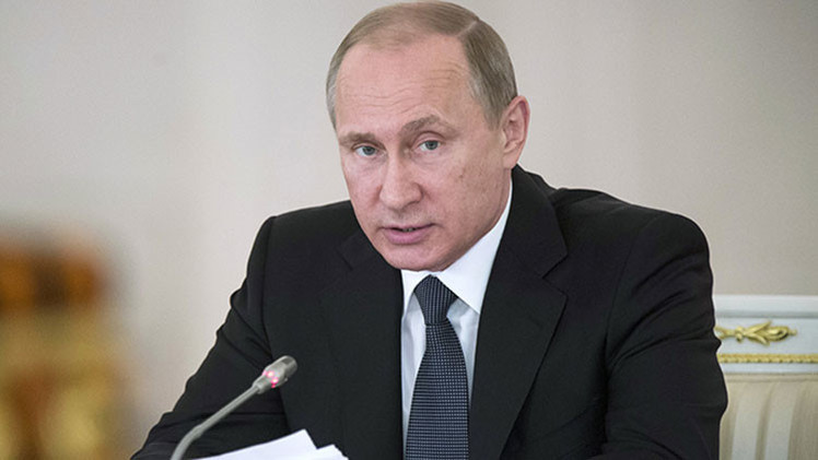 "Putin firma un proyecto de ley que prohíbe ""grupos extranjeros indeseables"""