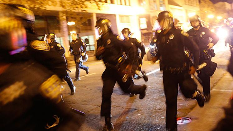 EE.UU.: Múltiples arrestos tras una marcha contra la brutalidad policial en Oakland