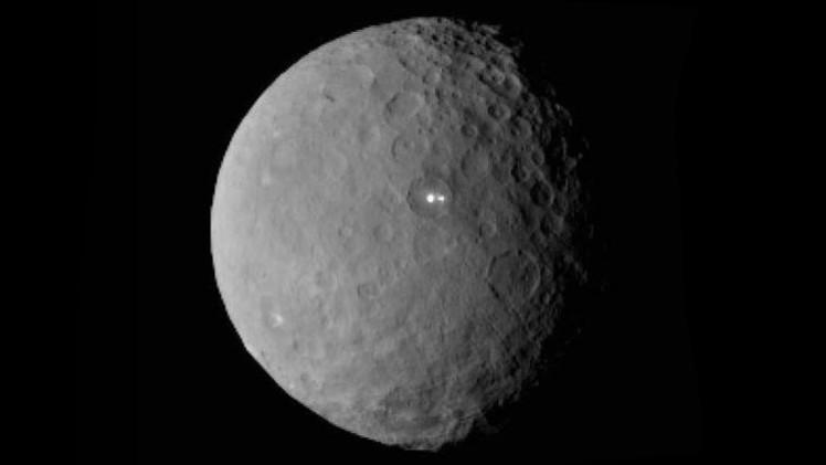 La NASA pide ayuda a los internautas tras desconcierto por el misterioso brillo de Ceres