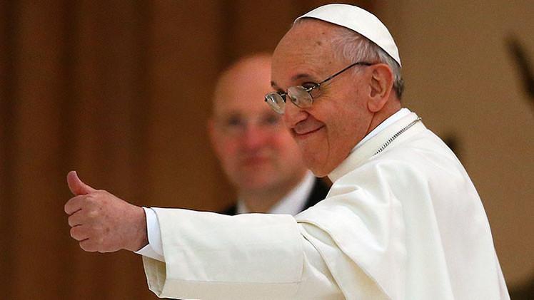 El papa revela cuál es el único periódico que lee y las cosas que más extraña