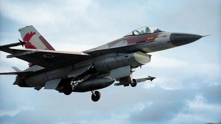 Aviones israelíes atacan Gaza tras el lanzamiento de cohete palestino