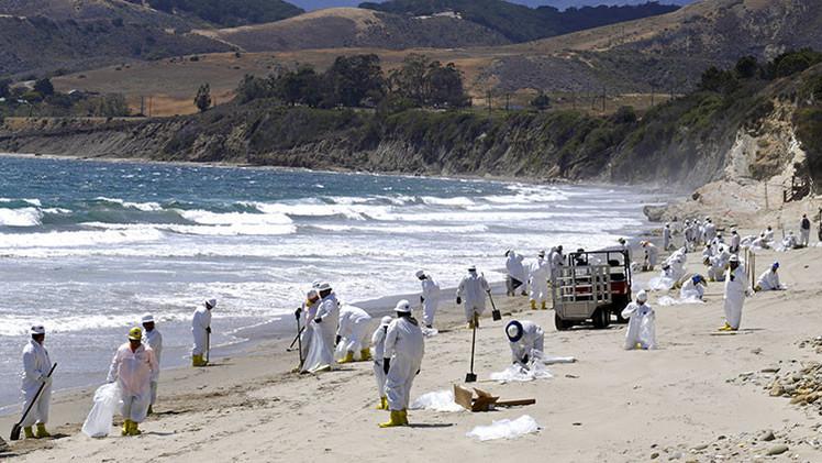 EE.UU.: Descubren extrañas manchas negras en las costas de California